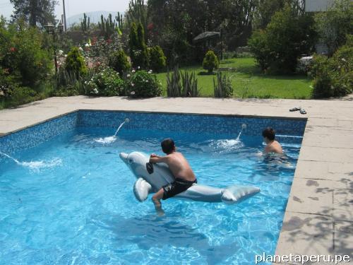 Casa de campo bungalow con piscina en chaclacayo tel fono for Casa de campo con piscina