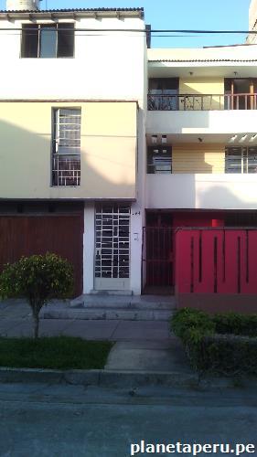 Alquilo amplia habitaci n en pueblo libre tel fono for Alquilo habitacion amplia